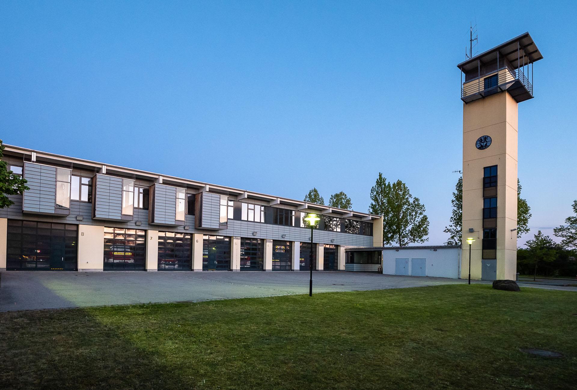 Neuried-Feuerwehr-im-Abendlicht-Helmut